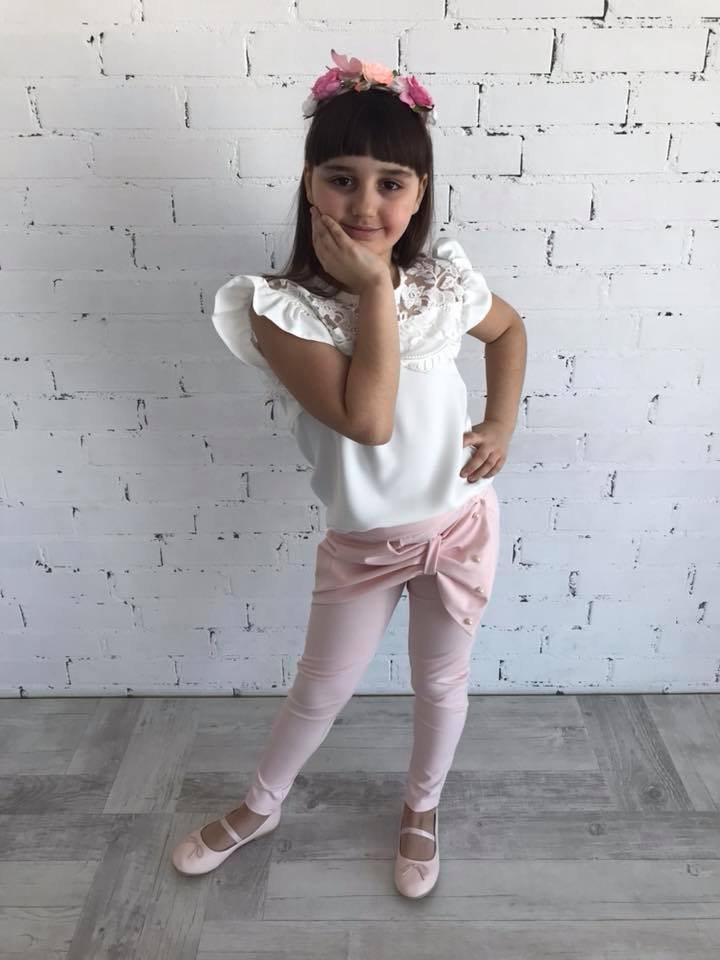 71a6136886f79b Elegancki komplet: bluzka z koronką oraz spodnie z kokardą i perełkami