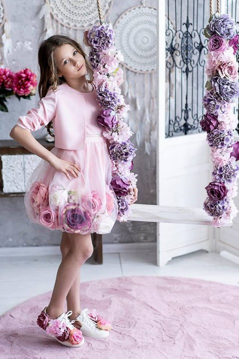 Exclusive ladies ' knitted dress flower