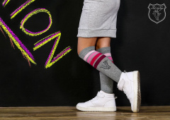 Logged grey knee socks with pink stripes