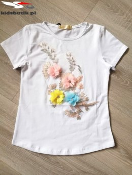 Blouse with embroidery and 3D flowers - white