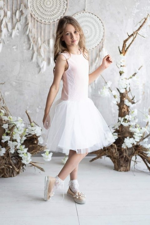 Dress a Princess with impressive lace on the sides