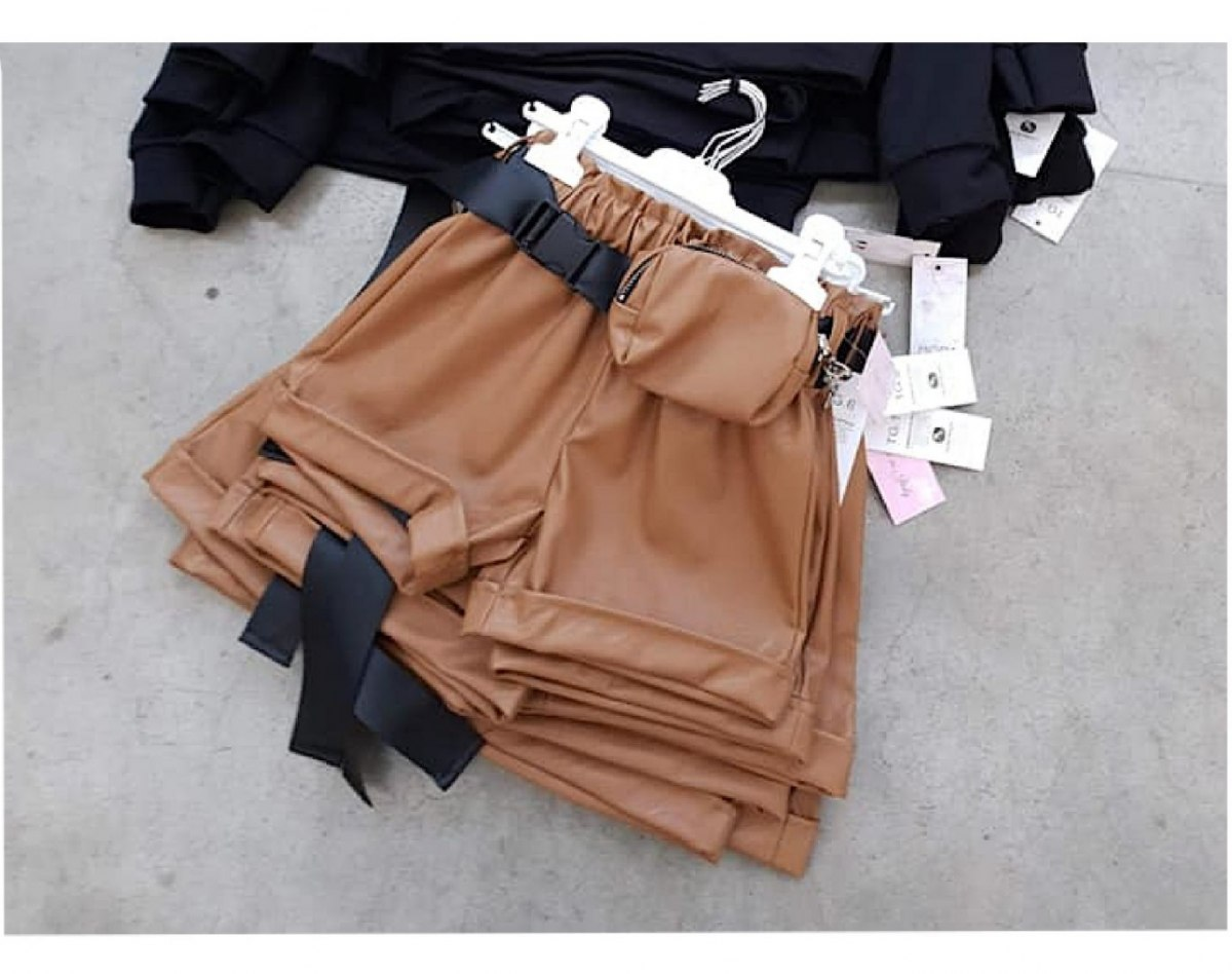 Shorts with eco-leather with kidney - caramel