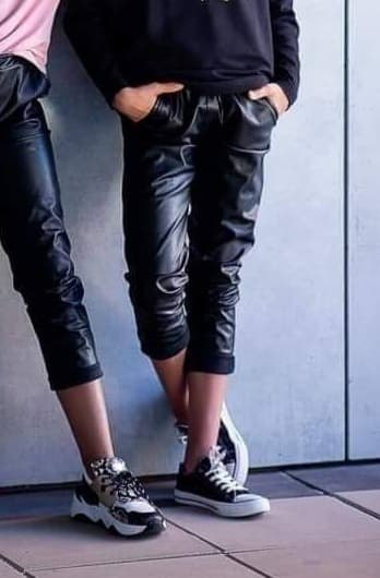 Long trousers in eco-leather